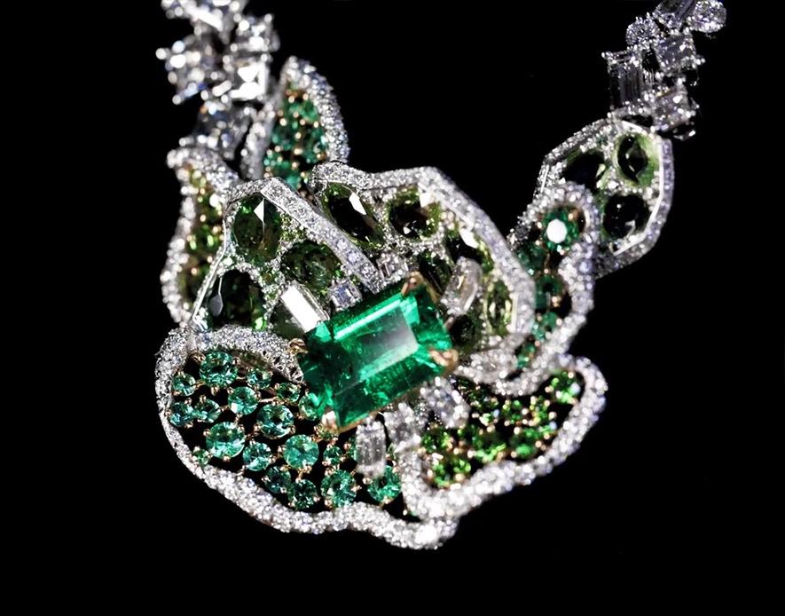 Изумруды, бриллианты и цавориты колье Dior Rose Vitrail