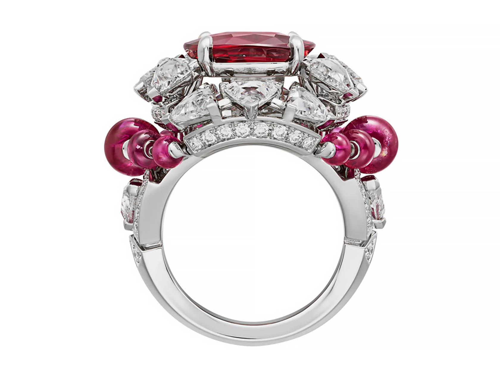 Кольцо Phaan от Cartier с сиамским рубином и белыми бриллиантами