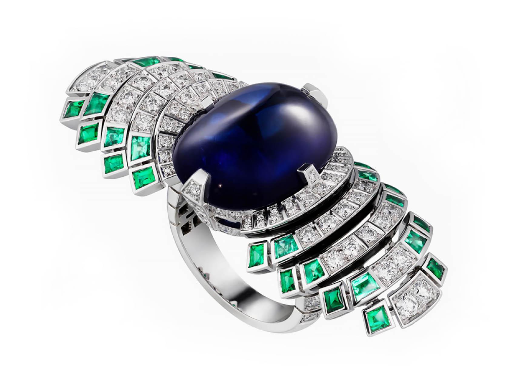 Кольцо Cartier Parhelia, сапфиры бриллианты изумруды. Вид в перспективе