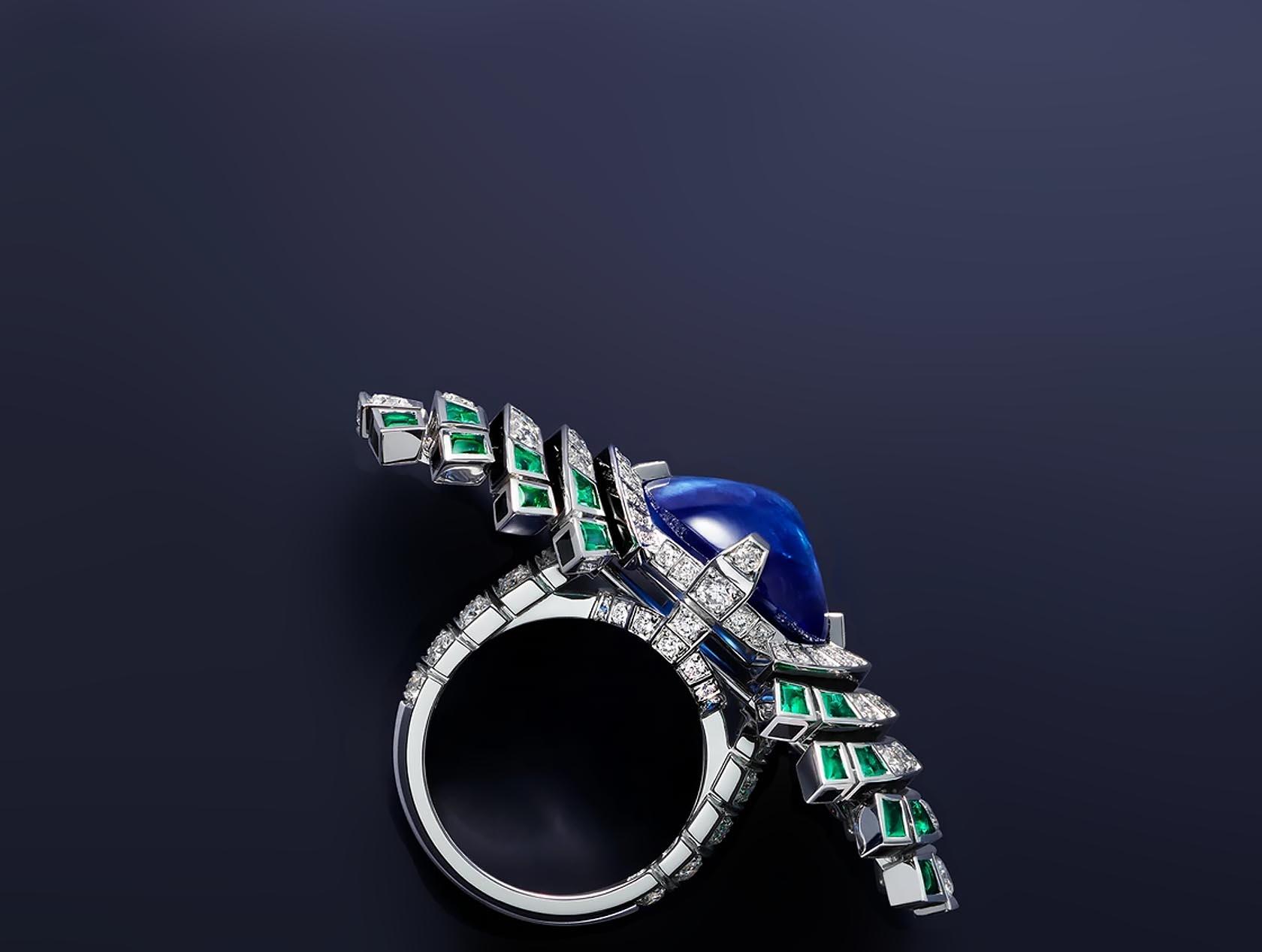 Небесный сапфир притягивает взгляд к кольцу Parhelia Cartier