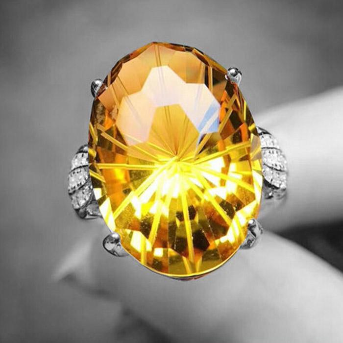 Кольцо с полудрагоценными или драгоценными камнями?